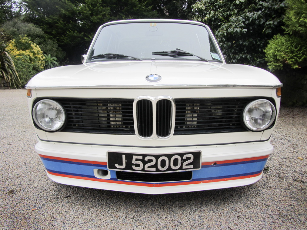 A magnificent BMW 2002 Turbo is heading to auction (2)