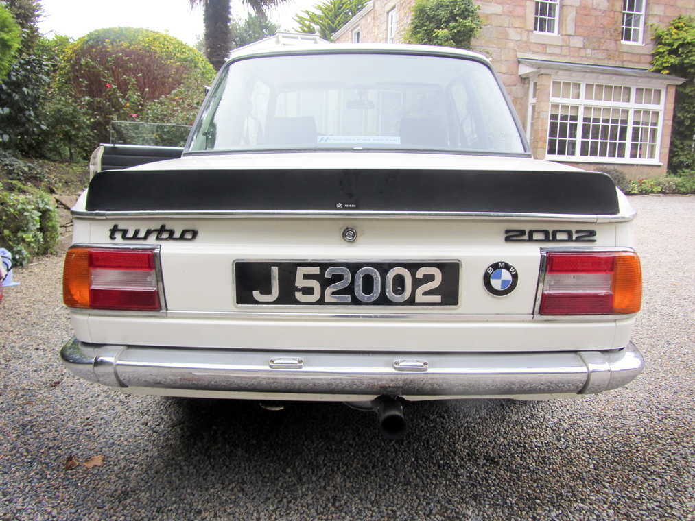A magnificent BMW 2002 Turbo is heading to auction (3)