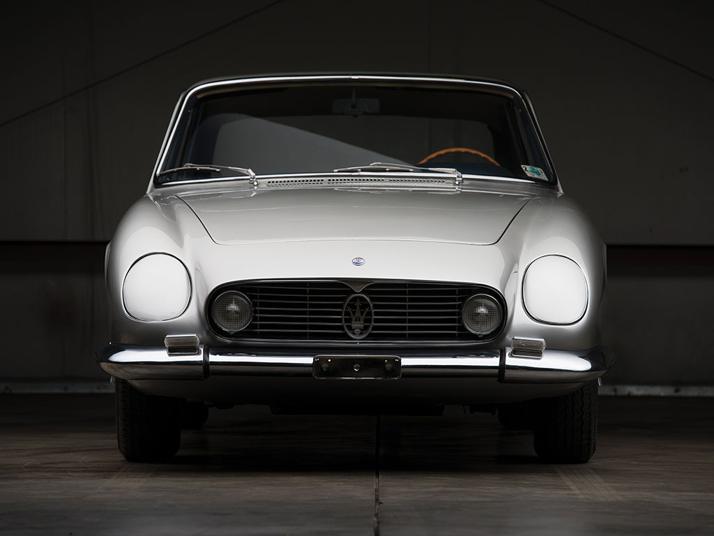 A very rare 1964 Maserati 5000 GT Coupe by Michelotti is headign to auction (3)