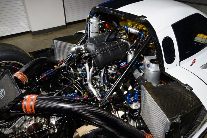 ford-revealed-its-daytona-racing-car-2