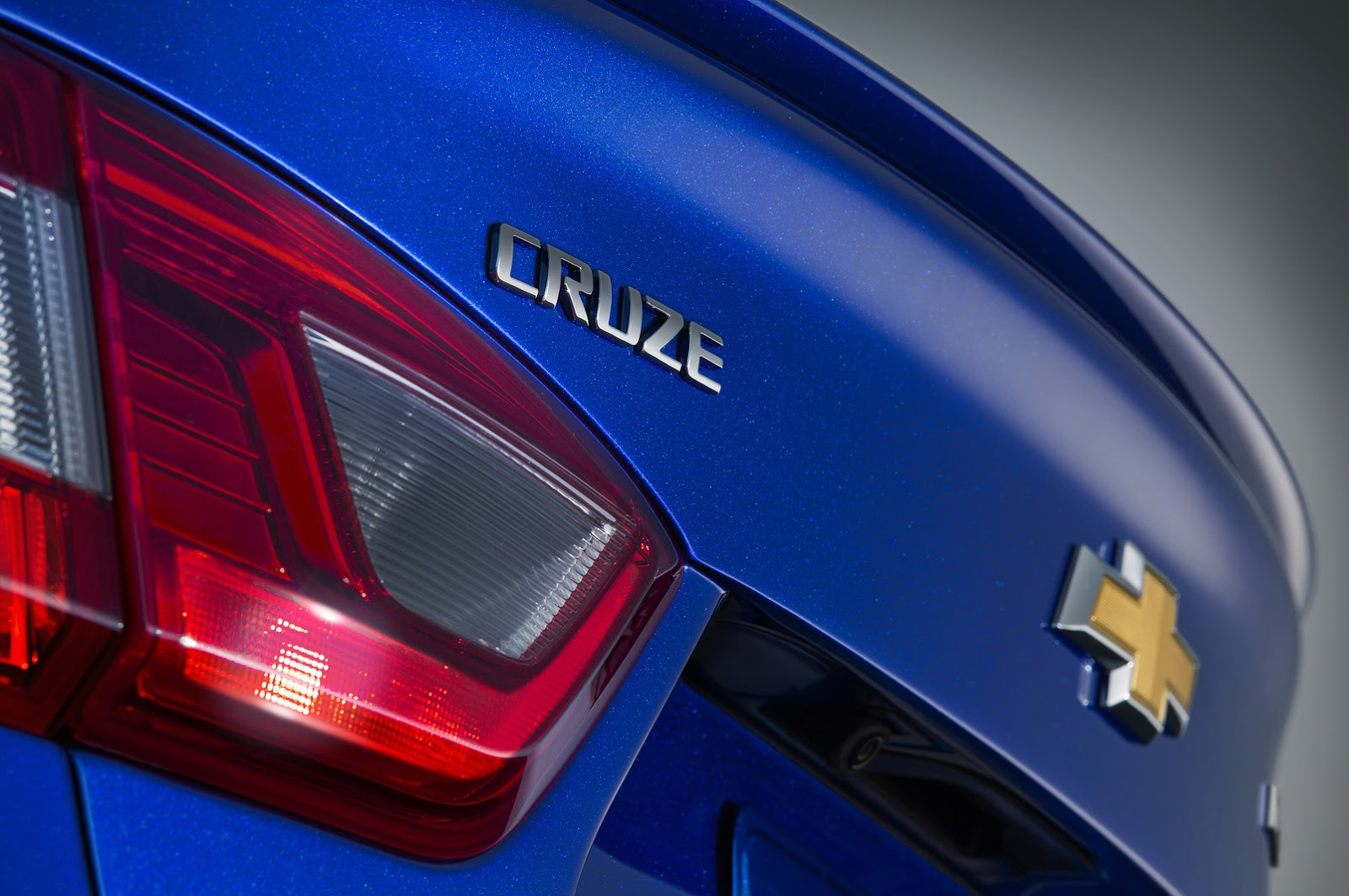 GMC will present the Chevrolet Cruze Hatchback and the Acadia at Detroit