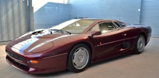 A 1993 Jaguar XJ220 with 871 kilometers is heading to auction