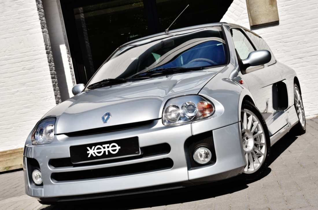 a beautiful 2002 renault clio v6 is up for sale vehiclejar blog. Black Bedroom Furniture Sets. Home Design Ideas