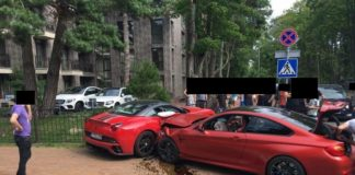 BMW M4 crashes with Ferrari California in Lithuania
