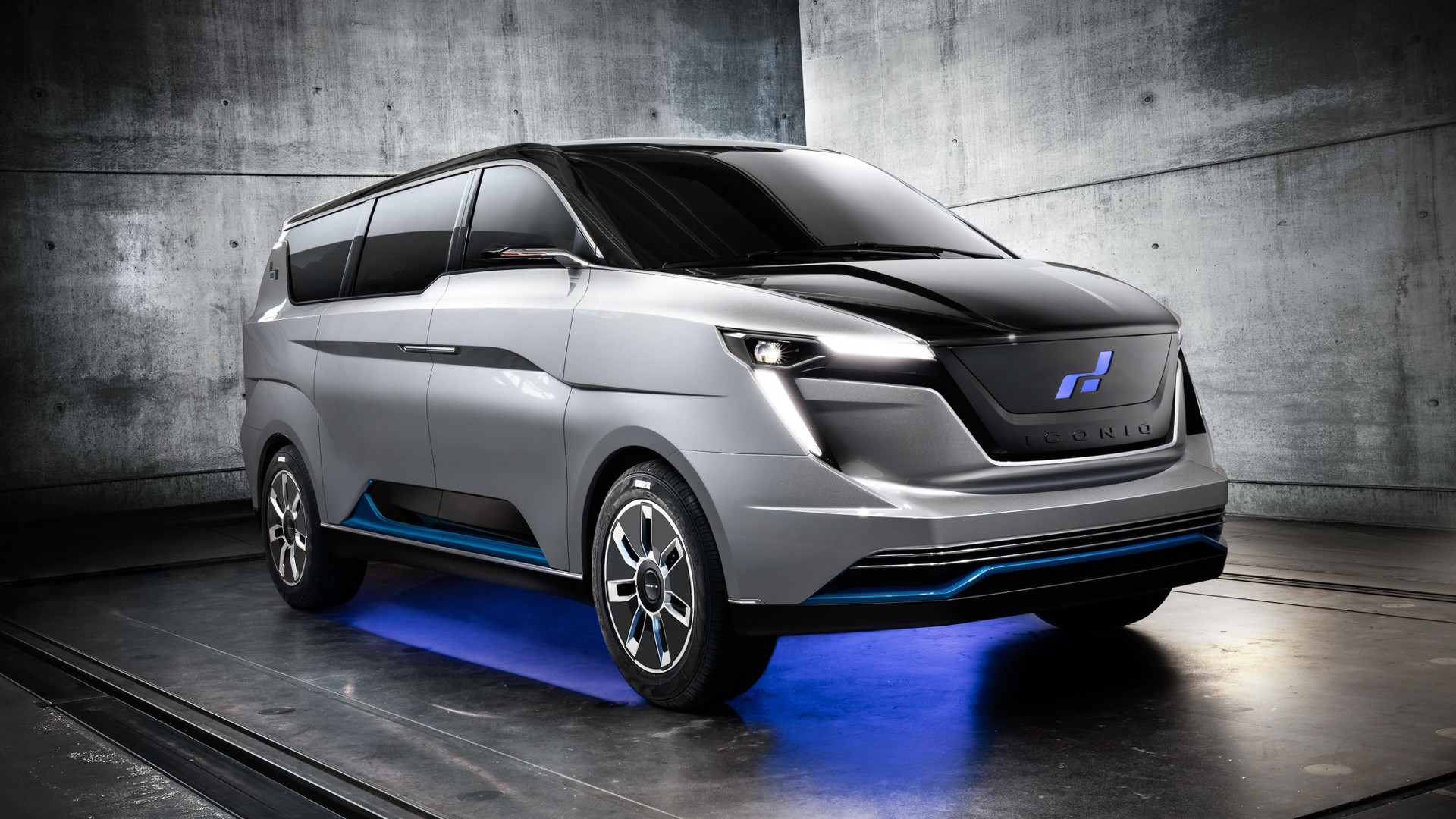 Range Rover Jeep >> W Motors ICONIQ Seven - Vehiclejar Blog