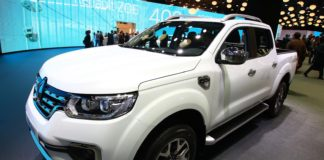 2016 Paris auto show Renault Alaskan