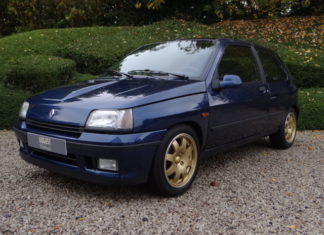 A Renault Clio Williams with only 1,600 kilometers is up for sale