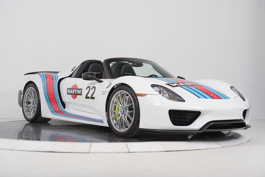 a beautiful porsche 918 spyder with a martini livery is up for sale. Black Bedroom Furniture Sets. Home Design Ideas
