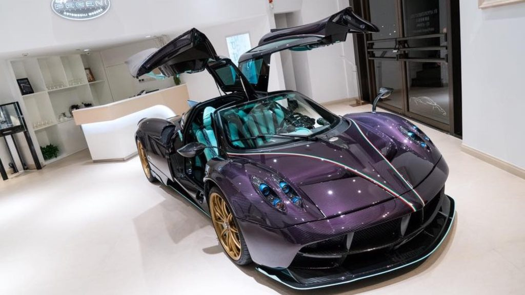 Pagani presented a purple Huayra Dinastia