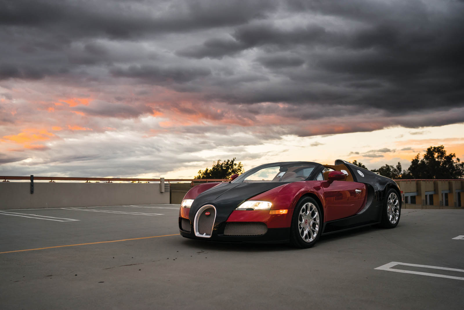 a 2012 bugatti veyron 16 4 grand sport with only 538 miles is heading to auction. Black Bedroom Furniture Sets. Home Design Ideas