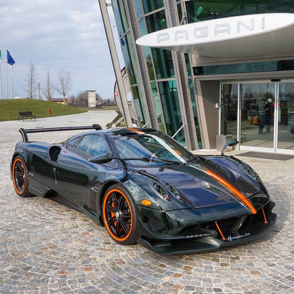 A Pagani Huayra BC with green carbon