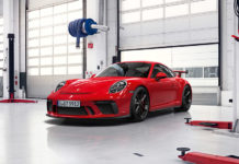 Porsche gives a 10 year warranty for the 911 GT3